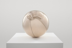 Sherrie Levine - Beach Ball after Lichtenstein, 2015, cast bronze
