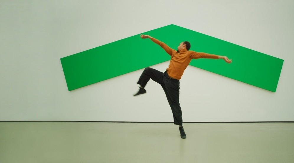Photo of dancer Mike Tyus dancing in front of Ellsworth Kelly's Green Angle (1970) artwork